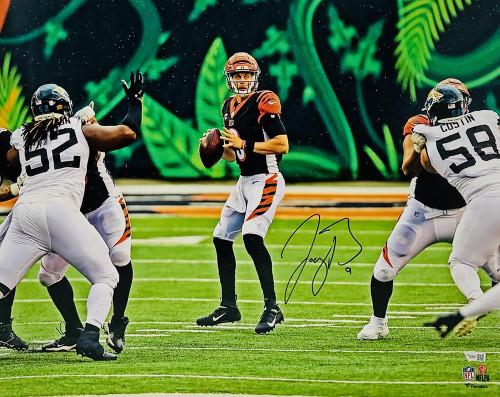 """JOE BURROW Autographed Cincinnati Bengals In Pocket 16"""" x 20"""" Photograph FANATICS"""