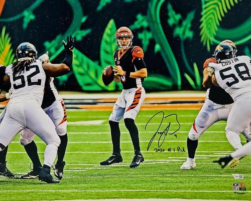 """JOE BURROW Autographed / Inscribed """"2020 #1 Draft Pick"""" Cincinnati Bengals In Pocket 16"""" x 20"""" Photograph FANATICS"""