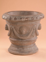 Classico Pot with Lion Heads
