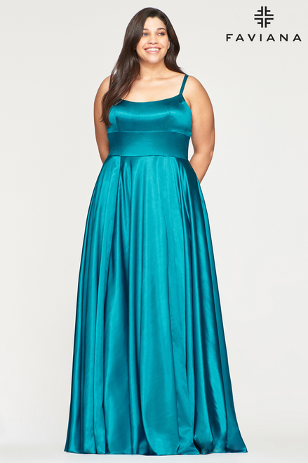 Long dress with full circle skirt with slit and side pockets; shoulder strap with lace up details in style Faviana 9455- shop prom-avenue  Available in Peacock Blue, Light ivy, Red