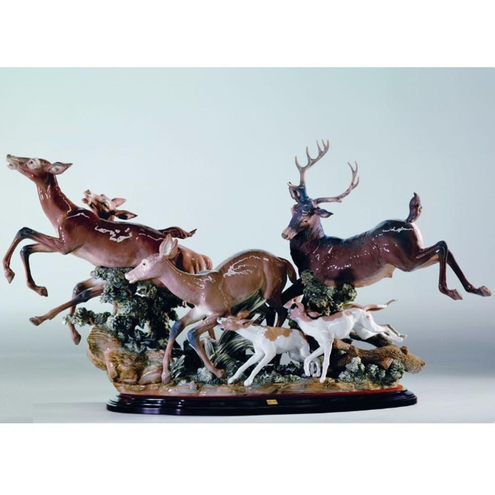 Pursued Deer Porcelain Figurine   Lladro   0100377