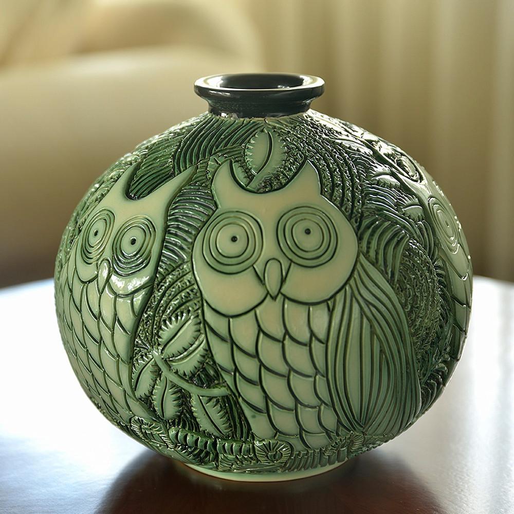 Owl Limited Edition Ceramic Vase   De Rosa Collections   H02