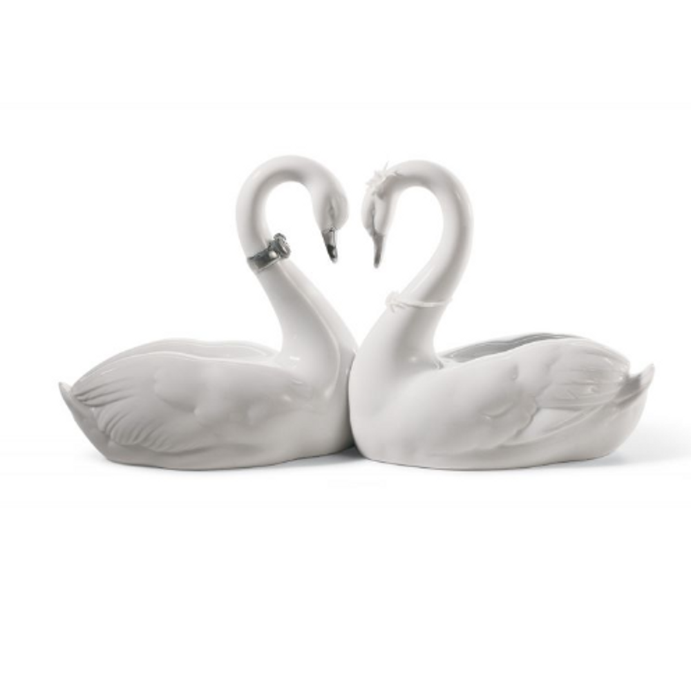 Endless Love Swans Porcelain Figurine with Silver Lustre   Lladro   01007049