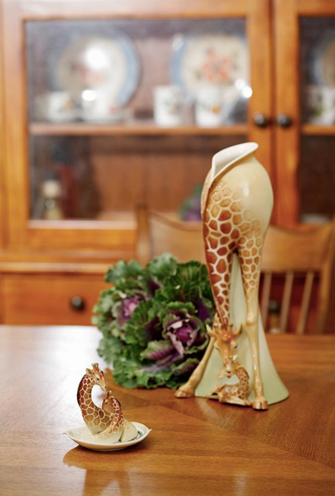 Giraffe Vase | fz00233 | Franz Porcelain Collection