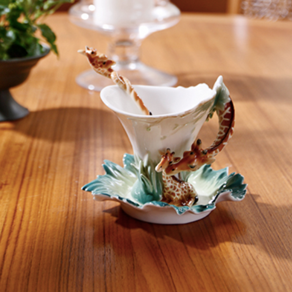 Giraffe Cup and Saucer | fz00450 | Franz Porcelain Collection