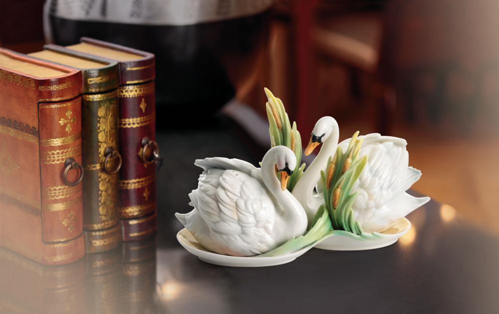 Southern Splendor Swan Salt Pepper Shakers | fz01553 | Franz Porcelain