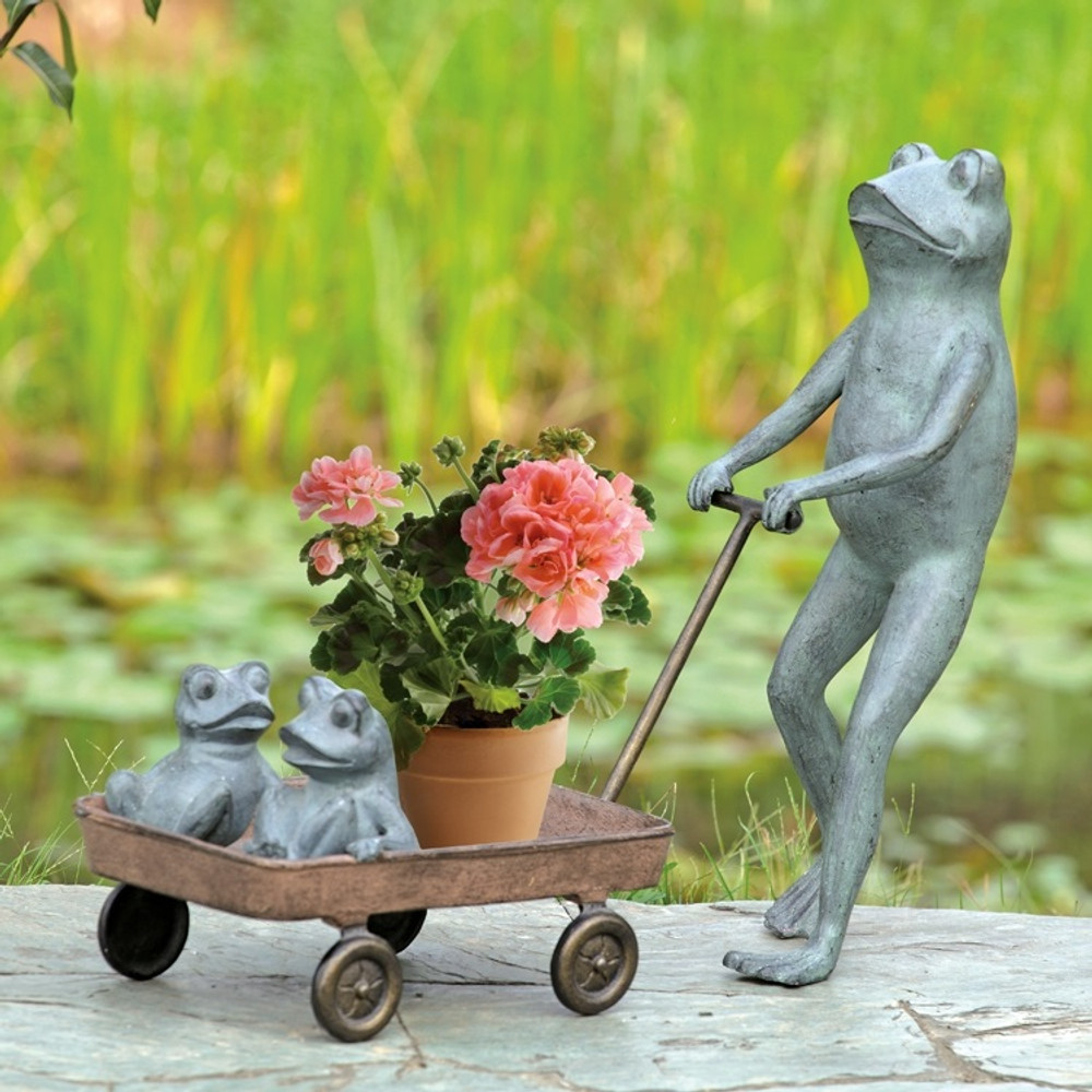 Frog Family with Wagon Planter | 34550