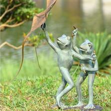 Frog Kite Flyers Garden Sculpture | 33794 | SPI Home -2