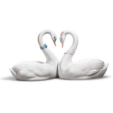 Endless Love Swans Porcelain Figurine | Lladro | 01006585