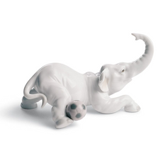 Elephant Goal Porcelain Figurine | Lladro | 01008392