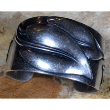 Antique Silver Brass Leaf Cuff Bracelet | Elaine Coyne Jewelry | NAAS333CF