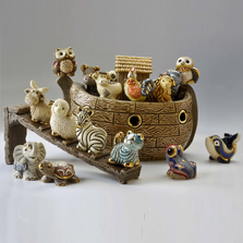 Brown Ark with 16 Mini Ark Animals Ceramic Figurine | De Rosa