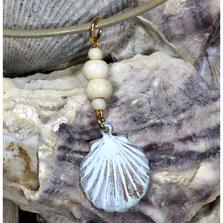 "Scallop Shell White Chocolate Patina Pendant ""White Turquoise"" | Elaine Coyne Jewelry | ECGOCW4852PD"