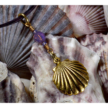 Scallop Shell Antique Gold Brass Pendant Necklace with Swarovski Crystal | Elaine Coyne Jewelry | ECGOCG4852PDCR