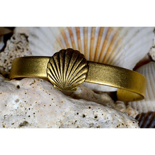 Scallop Shell Antiqued Gold Solid Brass Cuff Bracelet | Elaine Coyne Jewelry | Nature Jewelry | ECGOCG1485BC