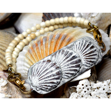Scallop Shell White Chocolate Brass Rockband Bracelet | Elaine Coyne Jewelry | ECGOCW85RB-8