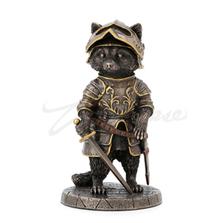 Sir Laveur Raccoon Man at Arms Sculpture   Unicorn Studios   WU77804A4