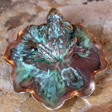 Frog & Lily Pad Verdigris Pin | Elaine Coyne Jewelry | ECGECP897p