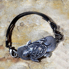 Sea Turtle Antiqued Silver Brass Rawhide Bracelet | Elaine Coyne Jewelry | ECGNAAS930rb-1