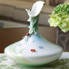Ladybug Vase | fz00468 | Franz Porcelain Collection