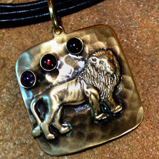 Lion Antiqued Hammered Brass Pendant | Elaine Coyne Jewelry | LDAB508PD
