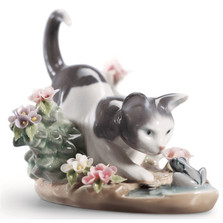 "Kitty Porcelain Figurine ""Confrontation"" 