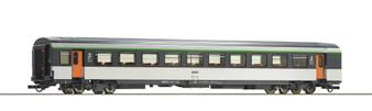 ROCO 74533 - 2nd class corail open-plan coach, SNCF (DC HO)