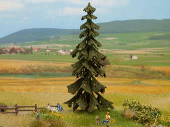 NOCH 21922 Spruce Tree (HO)  14.5 CM