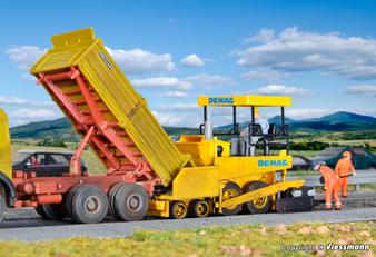 KIBRI 11652 DEMAG road surfacer (HO)