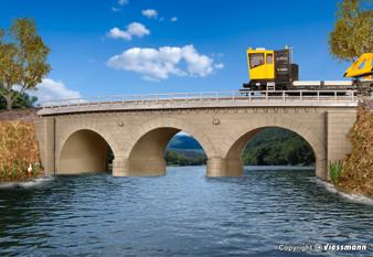KIBRI 39722 Stone arch bridge with ice breaking pillars curved, single track (HO)