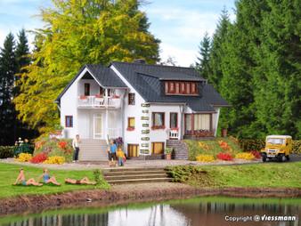 Vollmer 43711 House lake shore (HO)