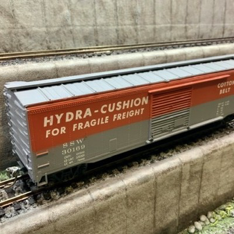 ROUNDHOUSE 112 FREIGHT CAR  (DC HO)