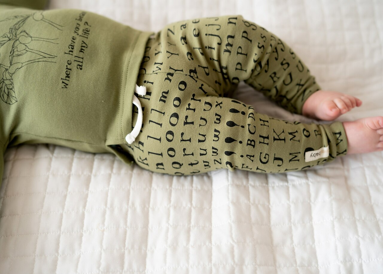 Organic Drawstring Leggings in Sage Letters, Lifestyle