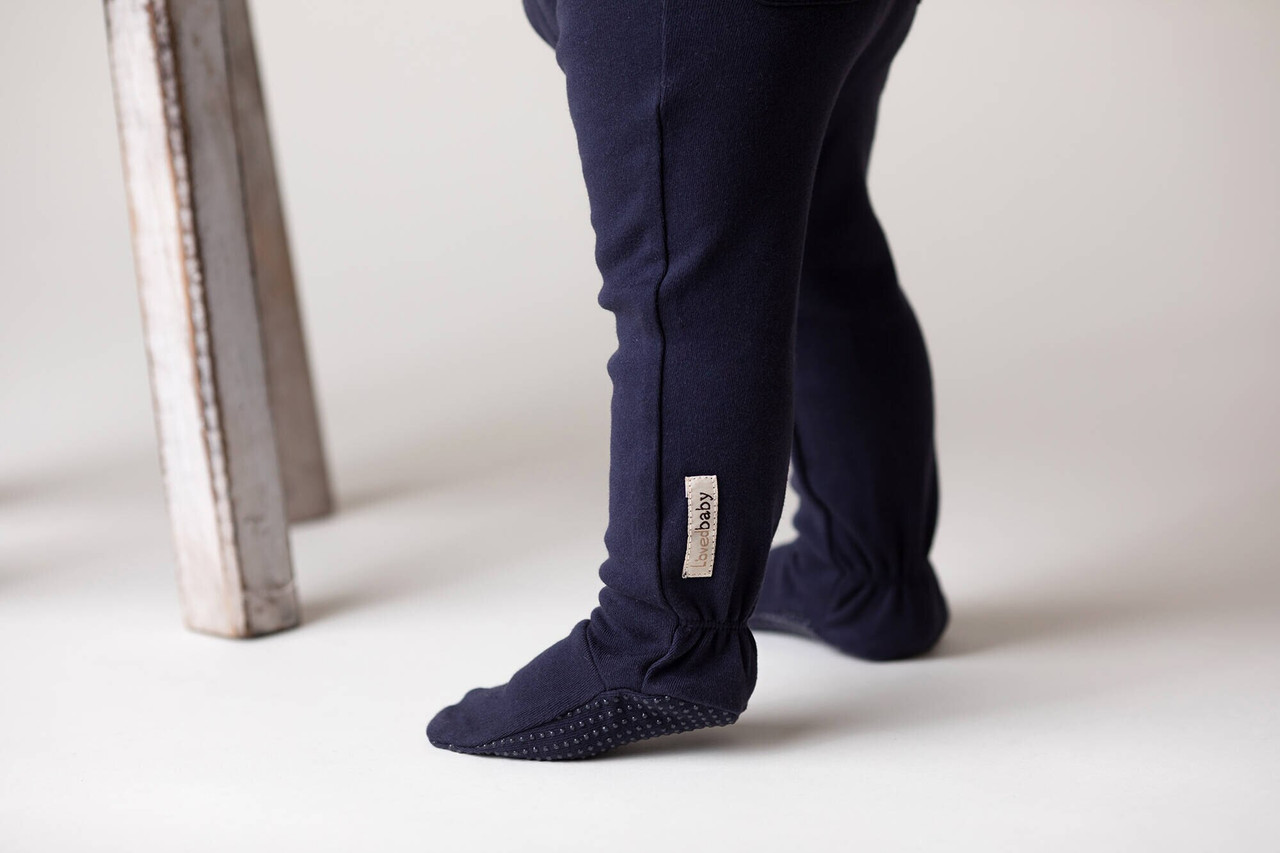 Organic Footed Legging in Navy, Lifestyle