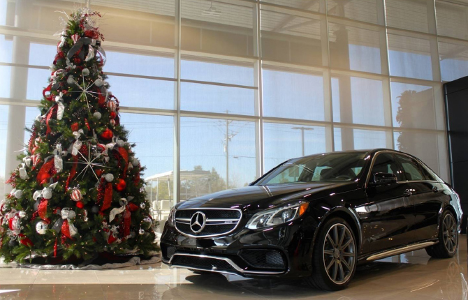 Mercedes-Benz Showroom - Christmas Tree and Car