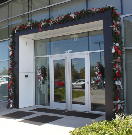 Mercedes-Benz Entrance - Outdoor Christmas Garland