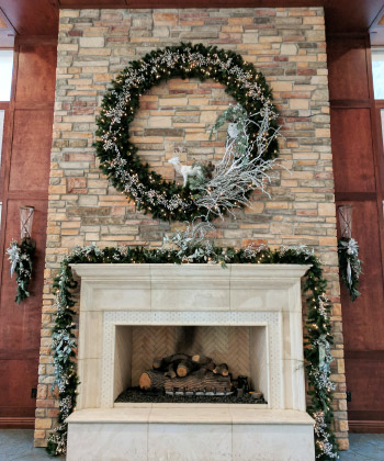 The Woodlands Country Club - Fireplace Christmas Wreath and Garland