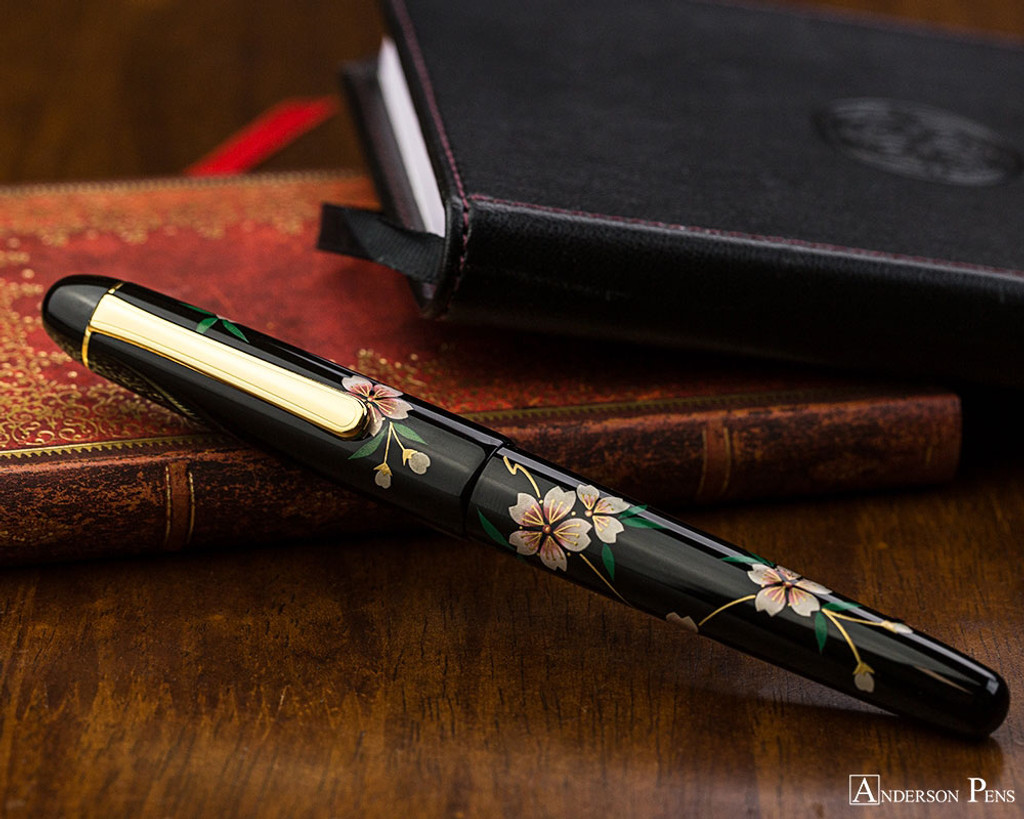 Platinum 3776 Urushi Maki-e Sakura - Closed on Notebook