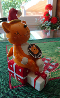 Décor Figure - Ginger cat with presents - 18 cm -hand painted