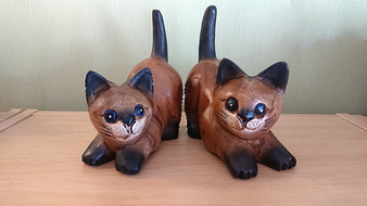 Wooden cat with painted face, 15 cm - hand carved - Fairtrade