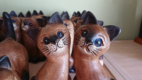 Wooden pair cats with painted faces, 18 cm - hand carved - Fairtrade