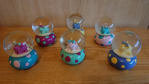 Mila Snow Globe Pretty Piggy- 4.5 cm - different colour options available