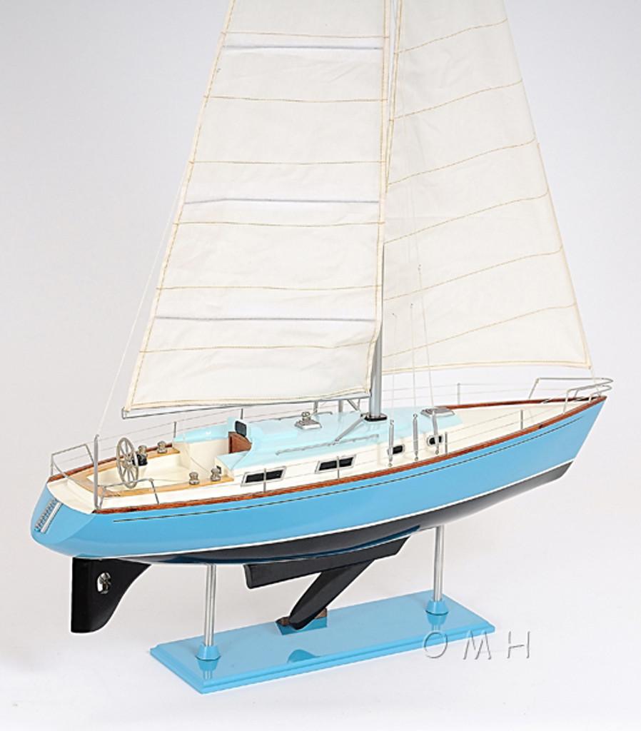 Bristol 35.5 Sailing Model side detail 2