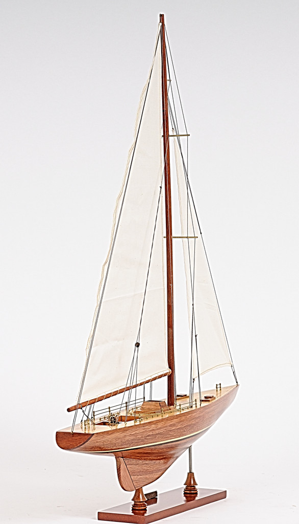 Columbia Yacht Small Model angle view