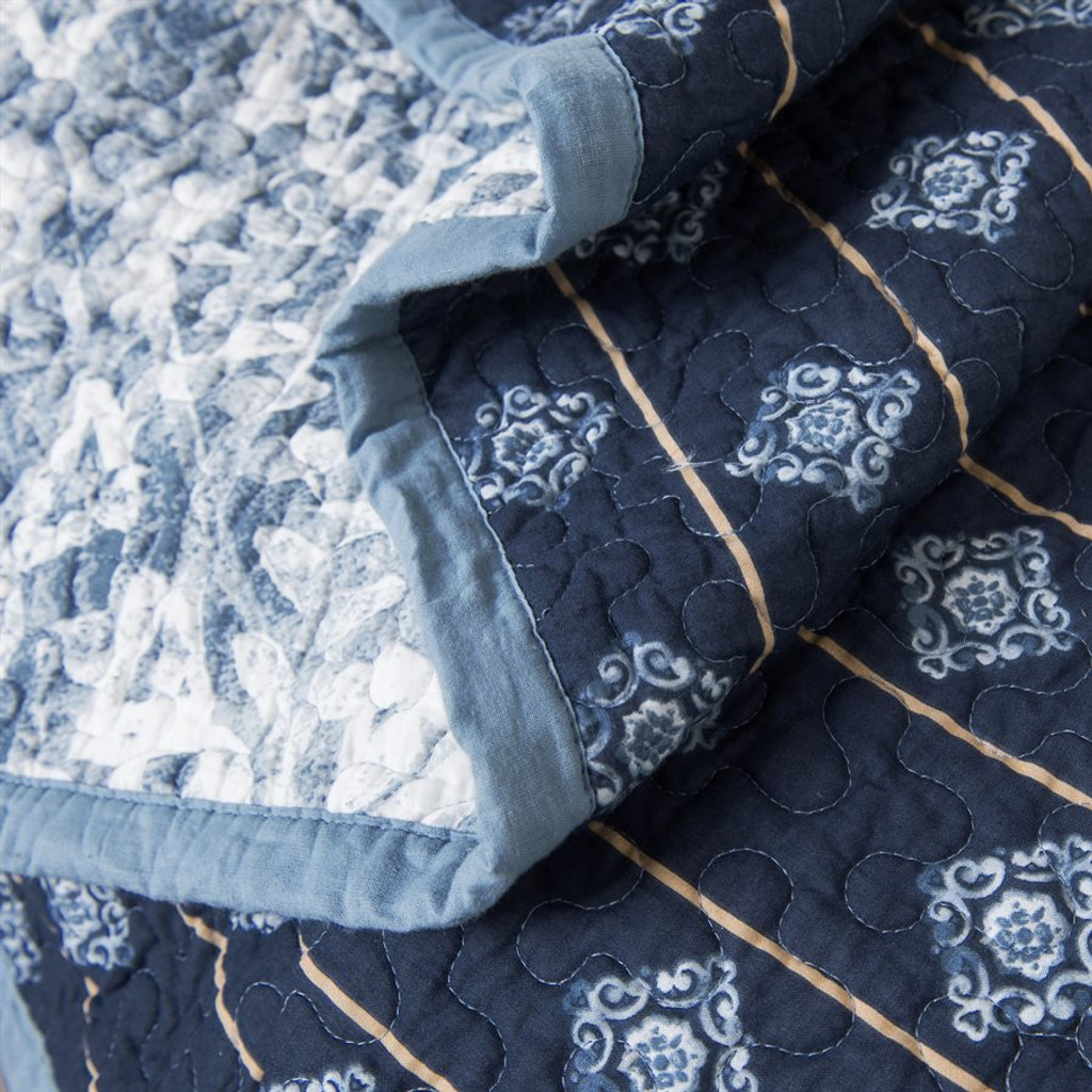 Blue Skies King Size Quilted 3-Piece Set close up fabric
