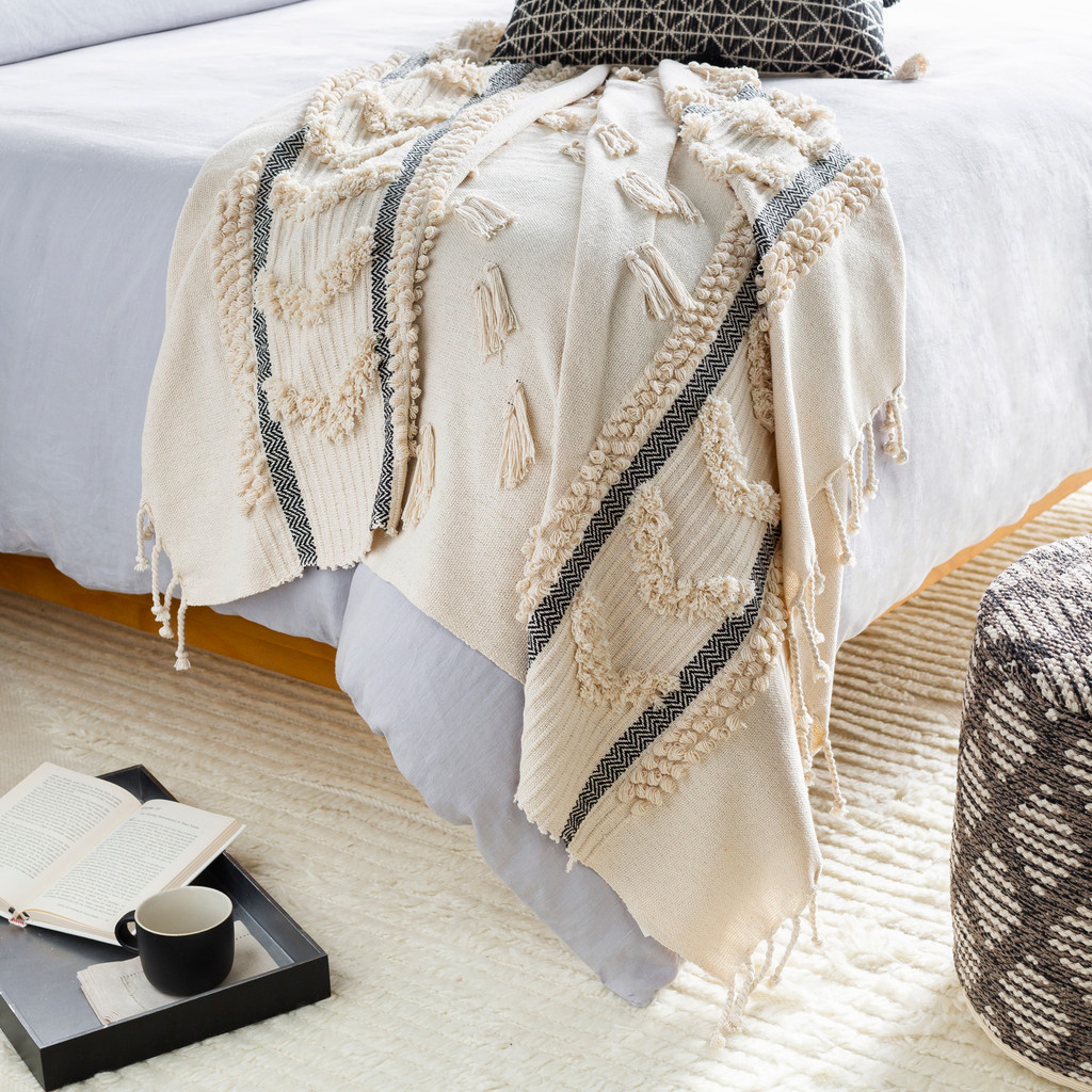 Boardwalk Ivory and Ink Tufted Beach Throw room view
