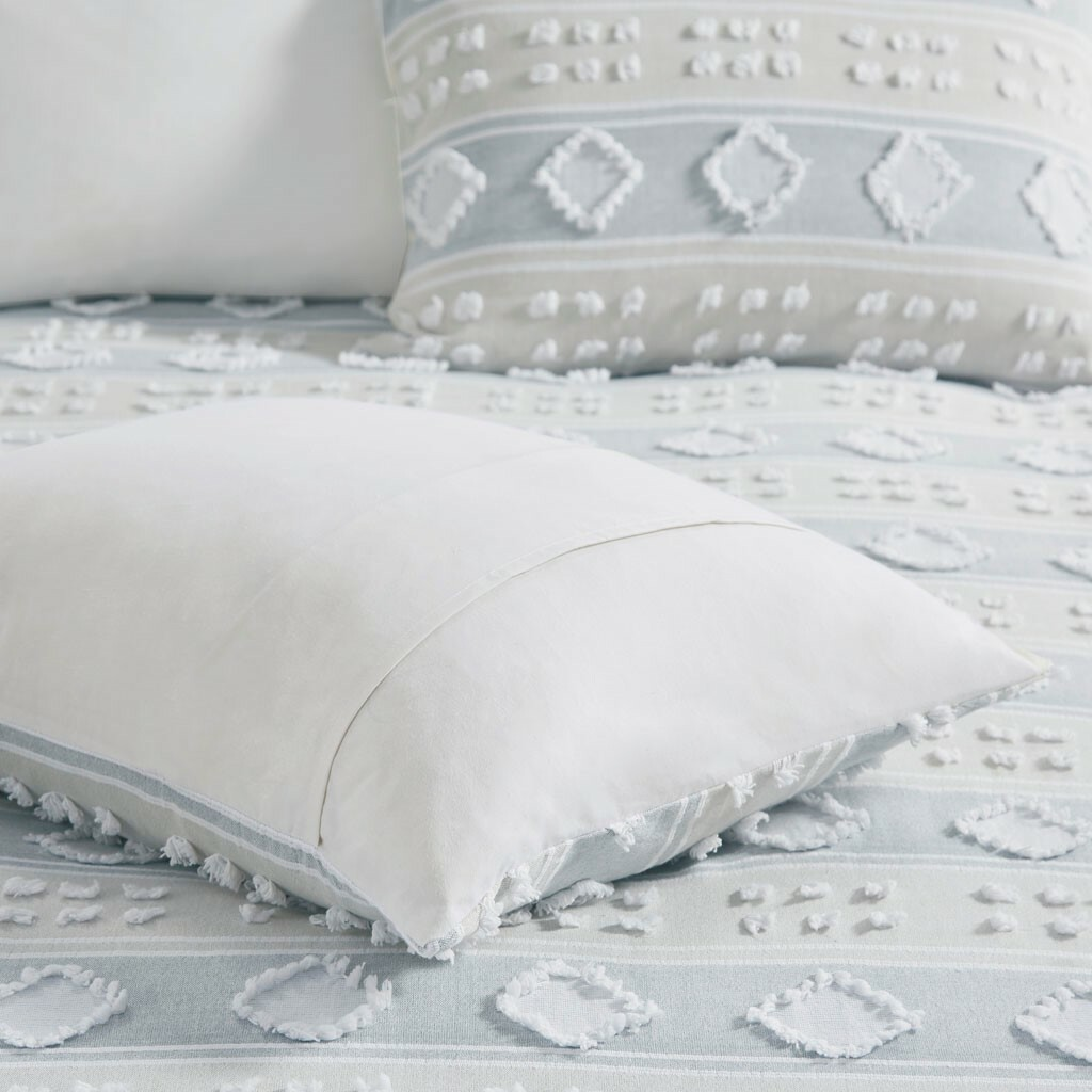 Belvedere 6-Piece Tufted Jacquard King duvetSet close up 2