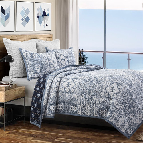 Blue Skies Queen Size Quilted 3-Piece Set