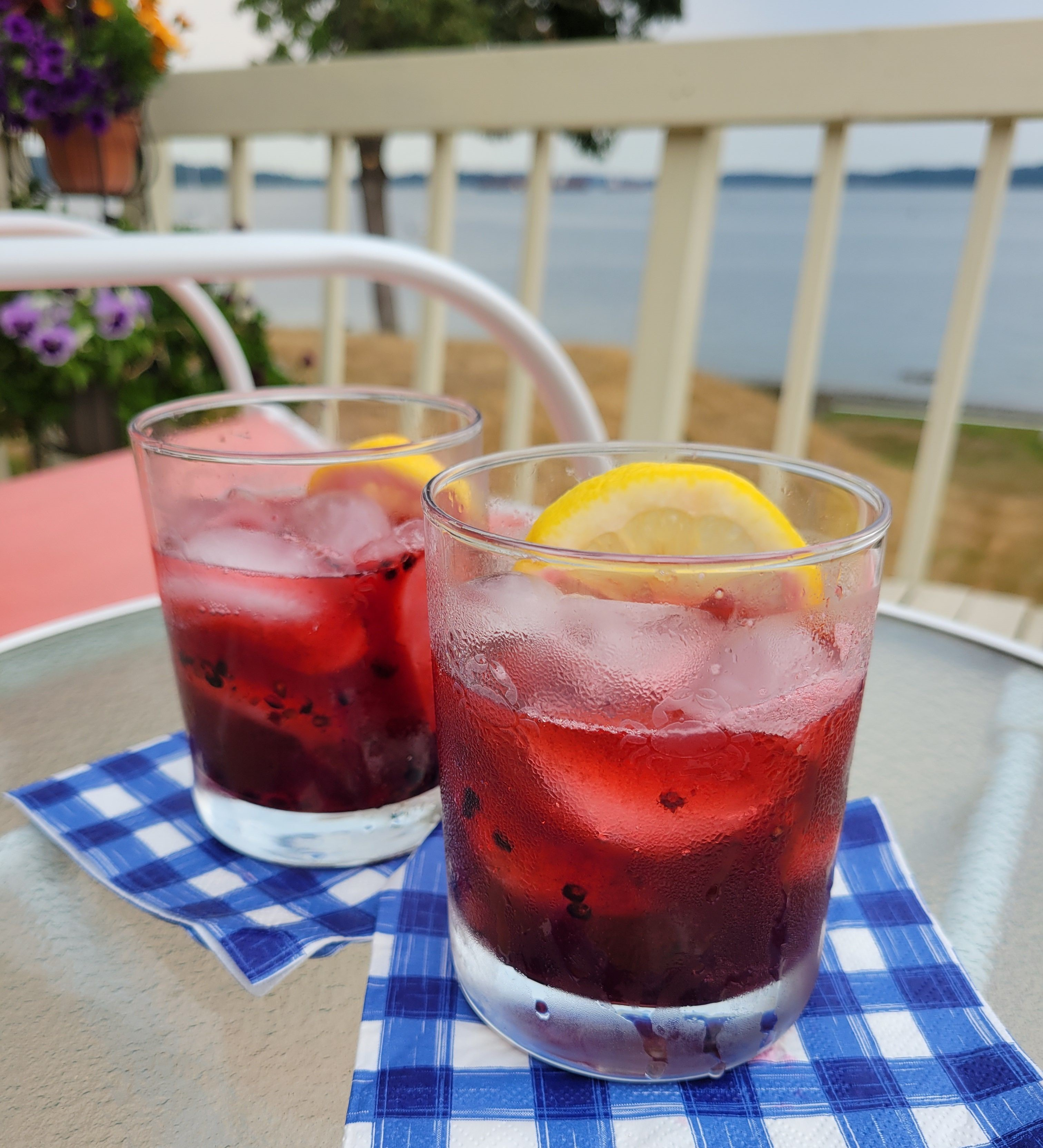 Blackberry Lemon Smash Summer Cocktail!
