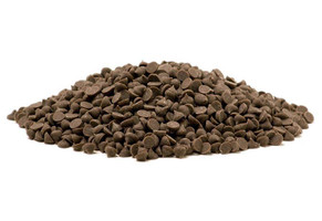 milk chocolate chips pile